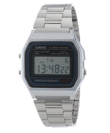 682dcb3ce982 El Casio plateado que todo el mundo quería tener y que ahora la compañía  vende como reloj vintage. Lo tiene todo… última tecnología  iluminación de  la ...