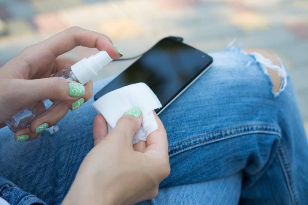 Cómo desinfectar tu smartphone sin dañar la pantalla