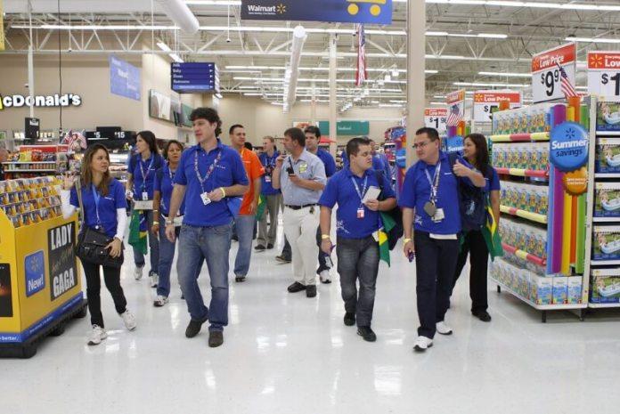 Walmart Adopting AI Robots to Stake Shelfs and Automatic Checkout