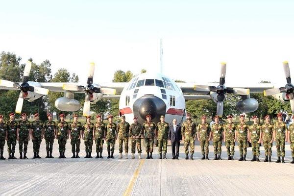 قوات المظلات المصرية تصل باكستان