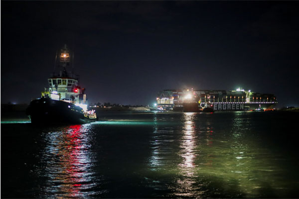 تعويم السفينة في قناة السويس