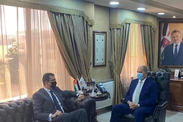السفير المصري ووزير العمل الاردني
