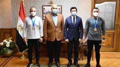 Photo of وزير الرياضة يكرم عزمي وعبد العزيز محيلبه ويشيد بأداء بعثة المنتخب الوطني