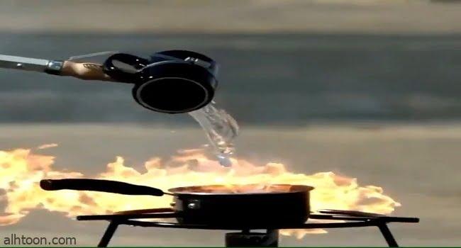 بالتصوير البطيء .. شاهد كارثة سكب الماء على الزيت المحترق - صحيفة هتون الدولية