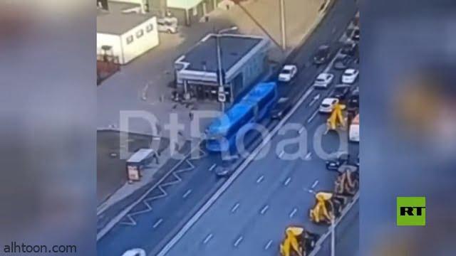 حافلة تصطدم بعمود إنارة بموسكو بسبب قائدها - صحيفة هتون الدولية
