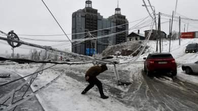 شاهد: عاصفة ثلجية تفاجئ سكان مدينة روسية