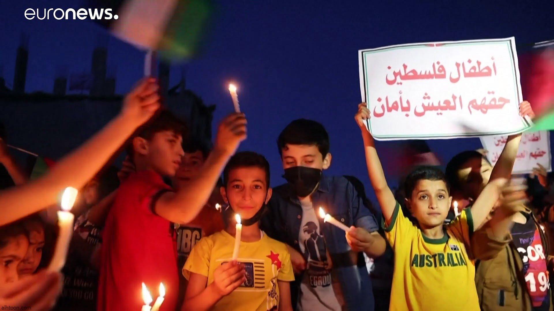 شاهد: أطفال غزة يضيئون الشموع وسط الحطام - صحيفة هتون الدولية