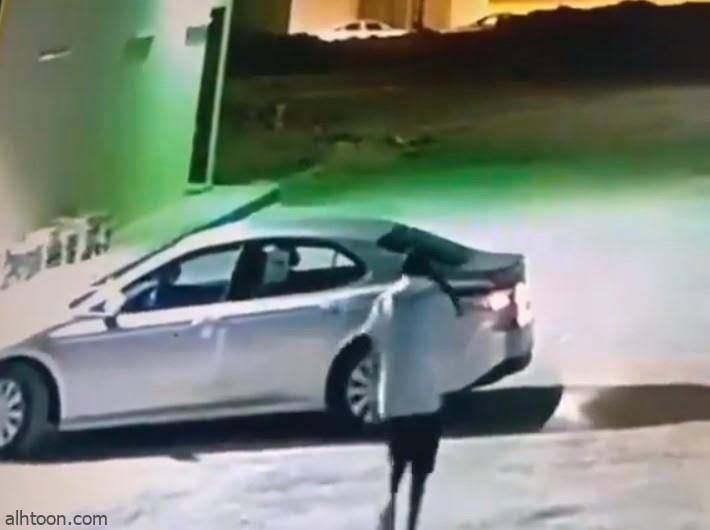 شاهد: لص يسرق سيارة بداخلها امرأة بالرياض - صحيفة هتون الدولية