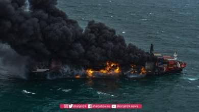 شاهد: النيران تلتهم حاويات في سفينة - صحيفة هتون الدولية