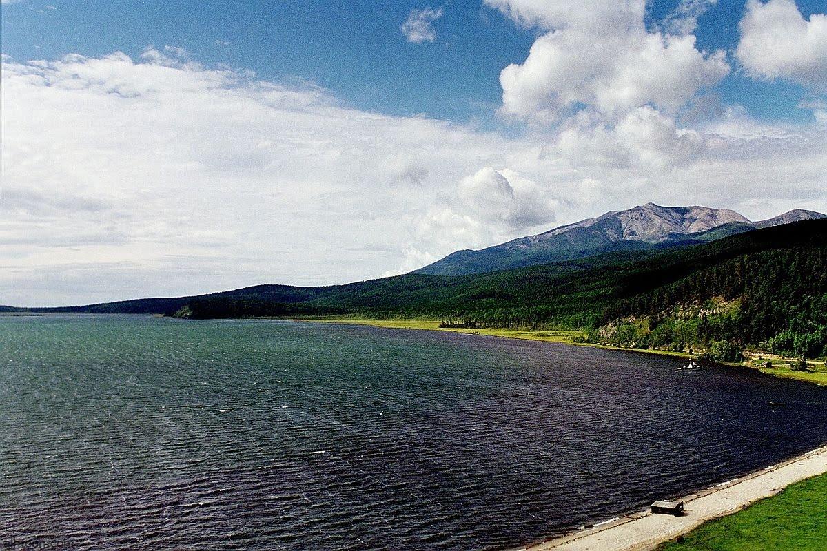 """شاهد: أجمل بحيرة في العالم بـ""""أذربيجان"""" - صحيفة هتون الدولية"""