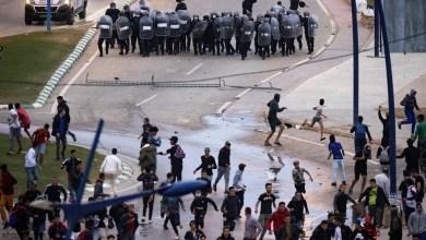 شاهد: اشتباكات عنيفة بين مهاجرين والشرطة المغربية - صحيفة هتون الدولية