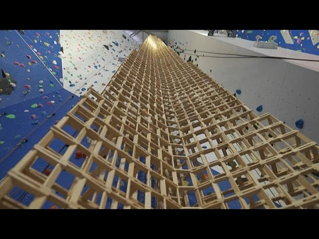 شاهد: فرنسي يبني برج من أعواد الخشب - صحيفة هتون الدولية