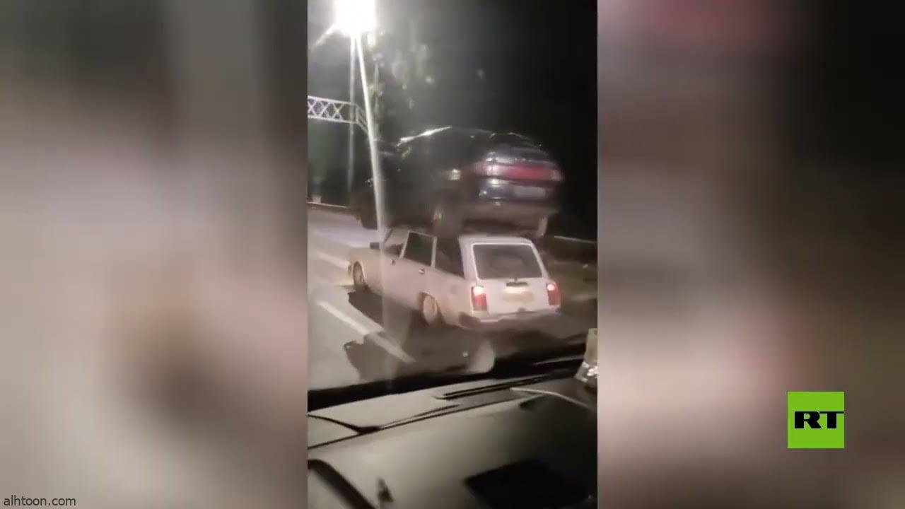 شاهد: مركبة تحمل سيارة - صحيفة هتون الدولية