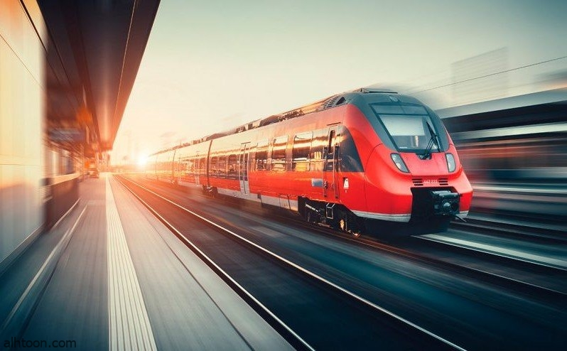شاهد: نجاة رجلان من أمام قطار - صحيفة هتون الدولية