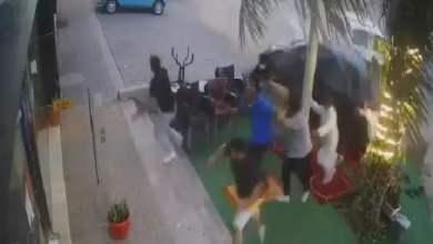 شاهد: سيارة تنحرف على المصلين - صحيفة هتون الدولية