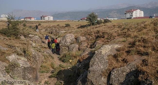 شاهد: شبان أفغان يهربون إلى تركيا - صحيفة هتون الدولية