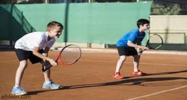 ممارسة رياضة التنس للأطفال -صحيفة هتون الدولية