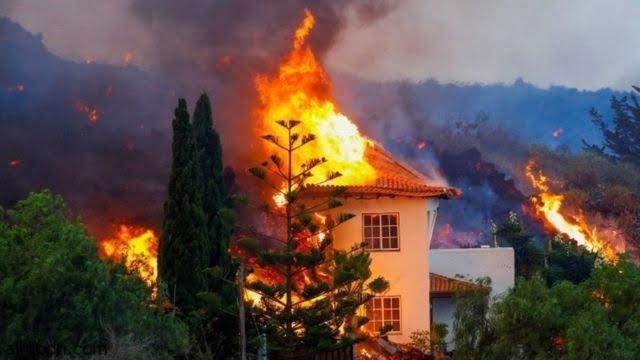 شاهد: زحف الحمم البركانية على البيوت - صحيفة هتون الدولية