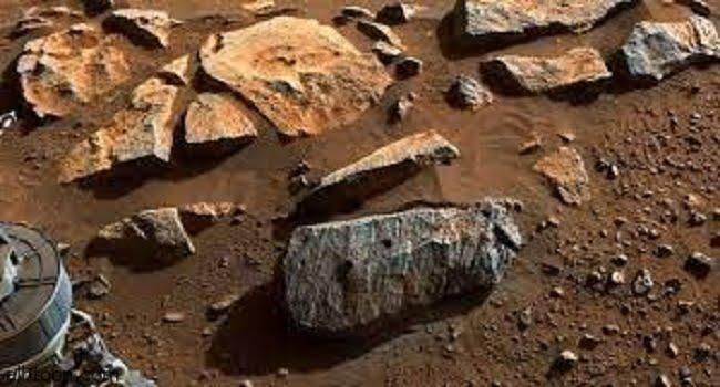 """فعلها الروبوت.. استخراج صخرة قد تشير لوجود """"حياة""""علي المريخ -صحيفة هتون الدولية"""