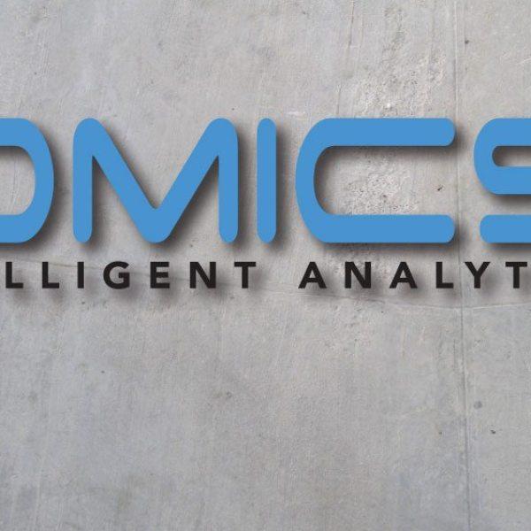 iomics_logo_mockup_web