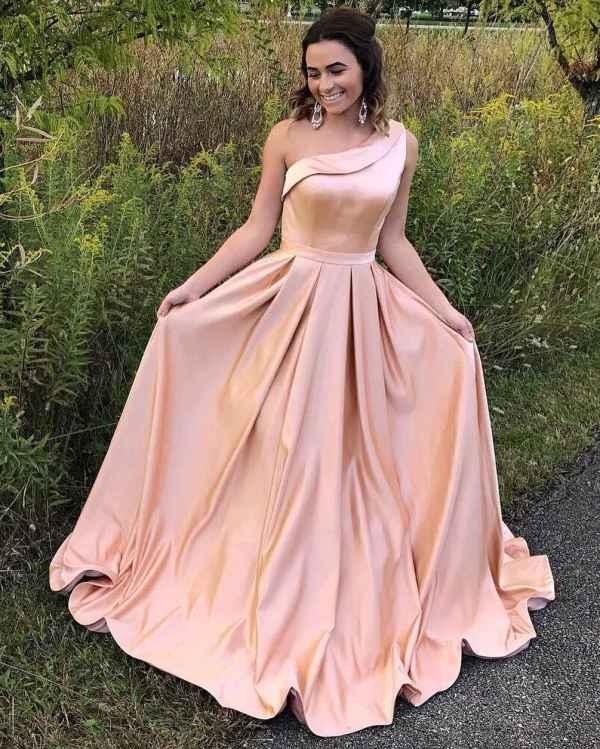 Красивые платья на выпускной 2019-2020: 200 самых модных и ...