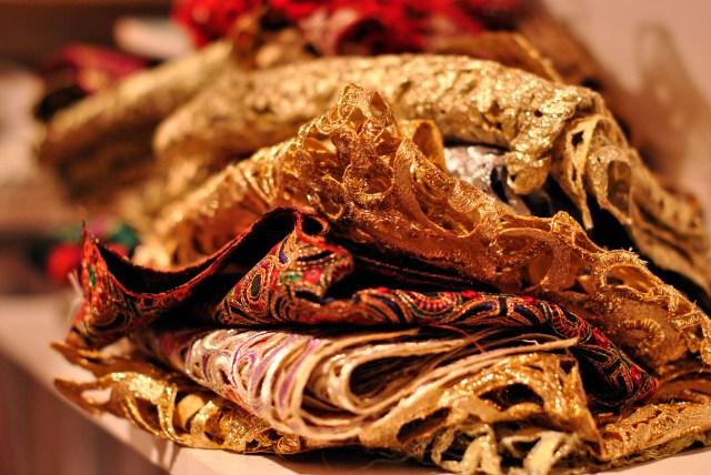 Bridal Show Dubai, Ritz Carlton: Magnificent fabrics: f/2.2; 1/50sec; ISO-400