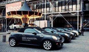 llllitl-mini-france-mini-roadster-manege-caroussel-paris-centre-pompidou-street-marketing-digital-facebook-ticket-qr-code-mini-united-2012