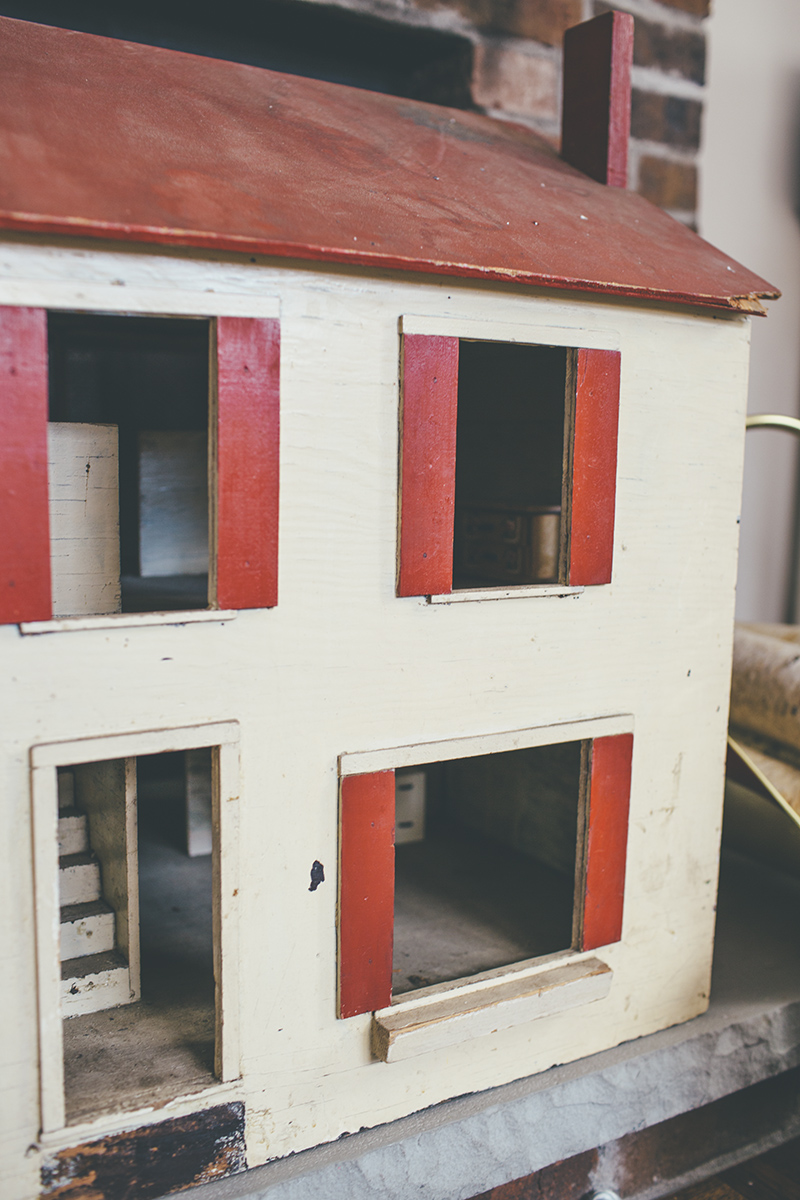 Vintage Fixer Upper Dollhouse
