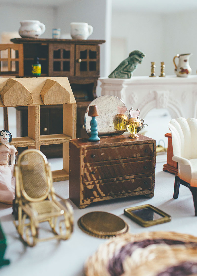 Vintage Dollhouse Miniatures