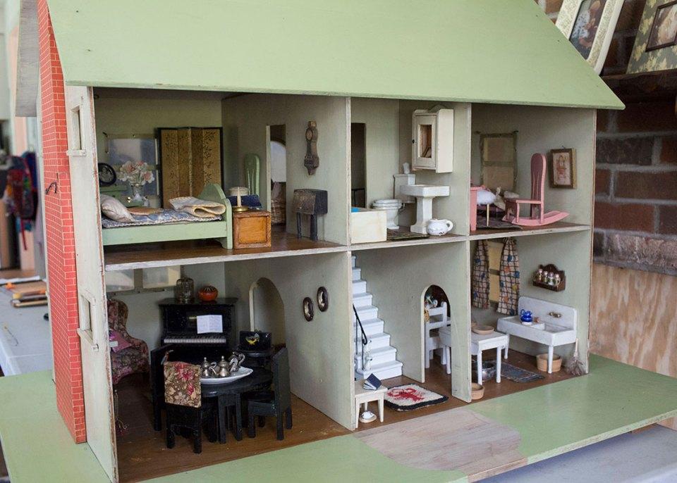 Antique Handmade Dollhouse Alice Wingerden