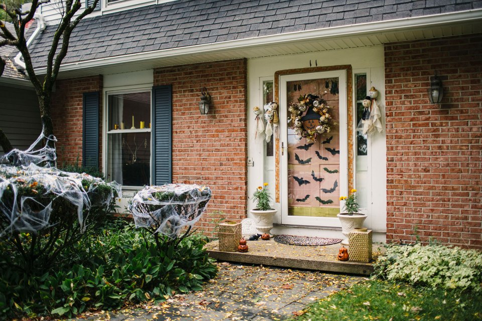 Halloween-Front-Porch-Brick-Colonial