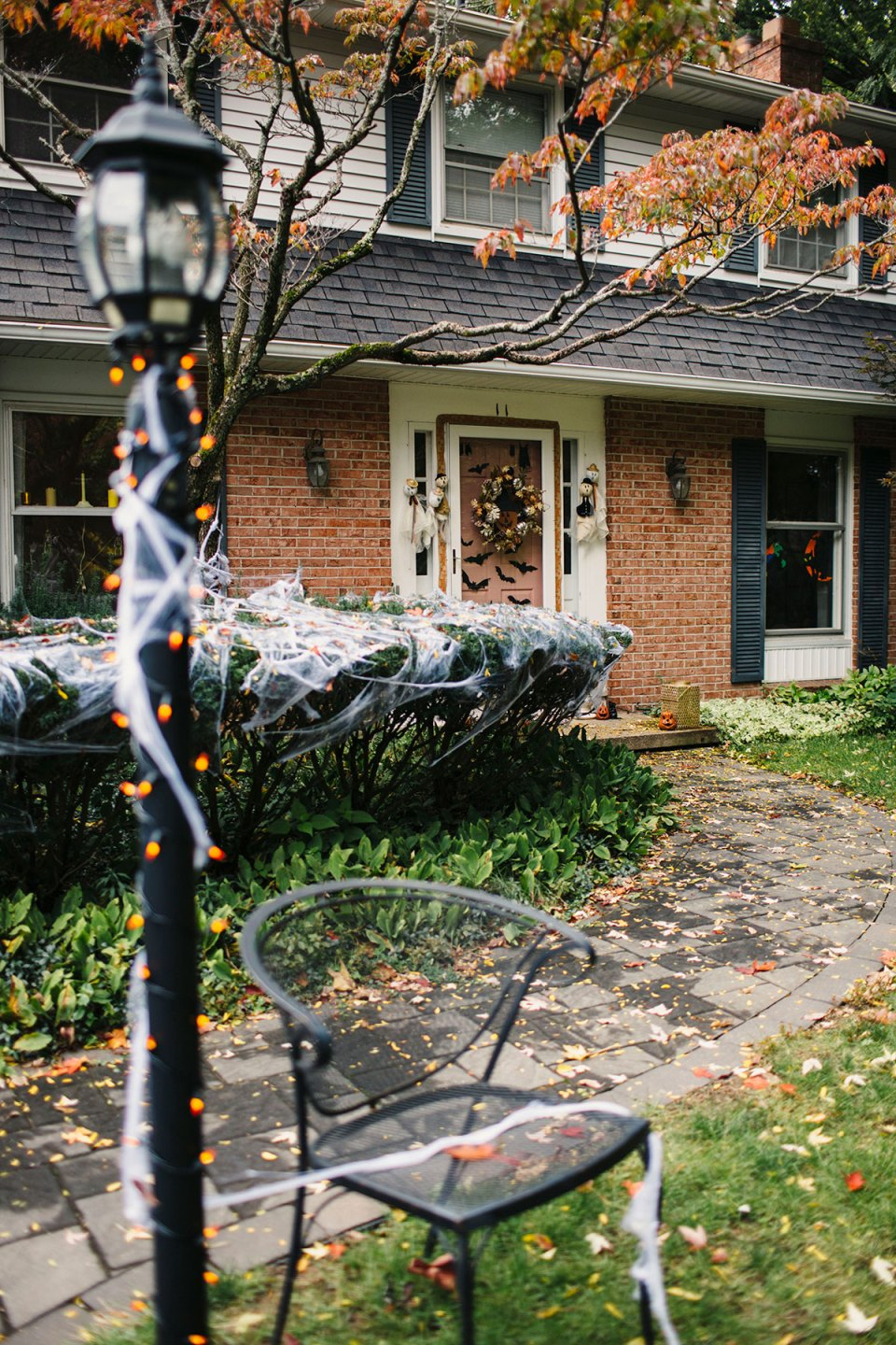 Vintage-Inspired-Halloween-Front-Porch-Decor