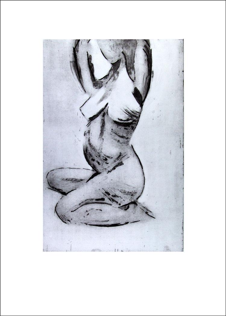 Mujer Sentada con los Brazos Levantados