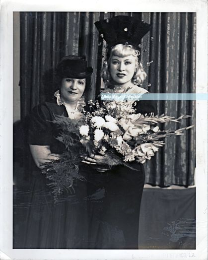 Ida w Mae West watermark