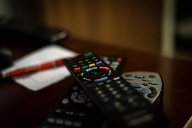 remote-control-932273_1920