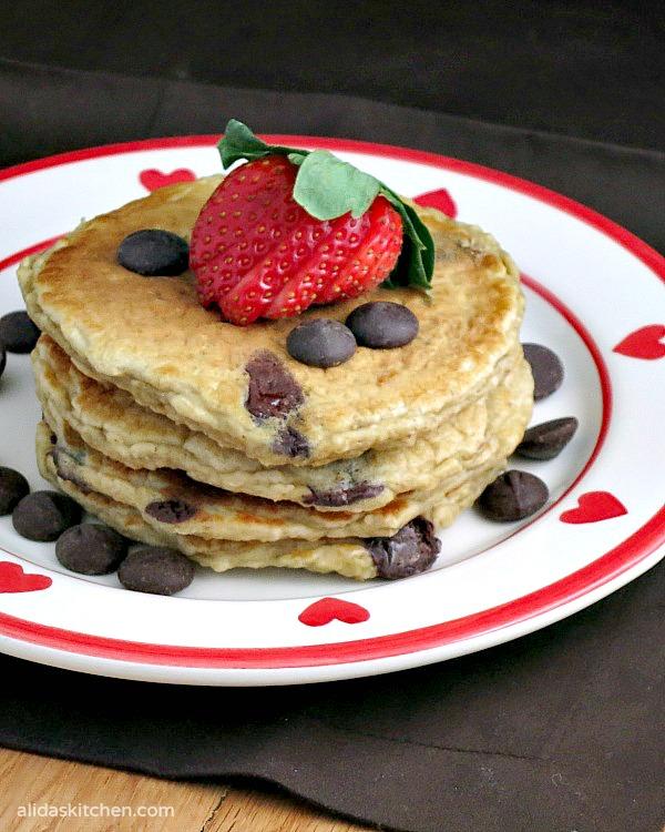 Oatmeal Chocolate Chip Pancakes | alidaskitchen.com