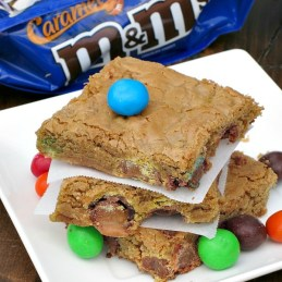 Caramel M&M Cookie Bars | alidaskitchen.com