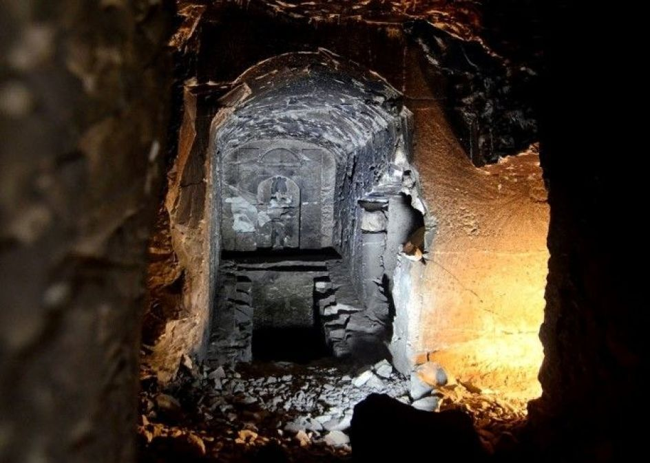 A central chamber deep in the bedrock which bears an Osiris statue, a shaft and two rooms filled with debris. The westward-facing room was where the sarcophagus of the tomb owner was meant to go(Matjaz Kacicnik, Min Project)