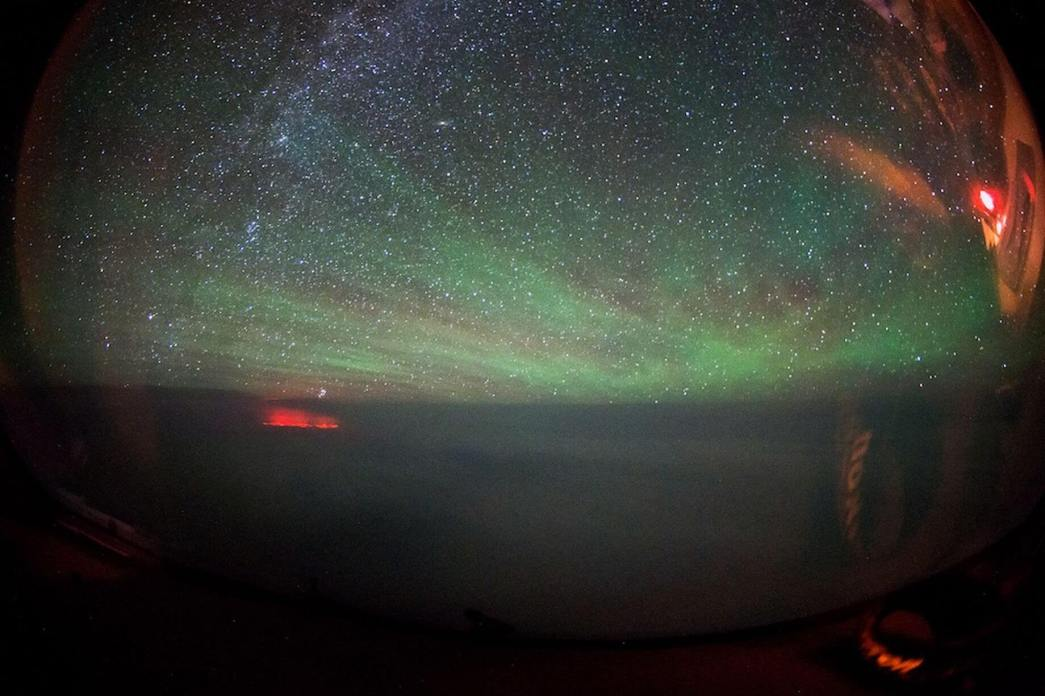 PAY-Mysterious-Red-Glow-over-the-Atlantic (4)