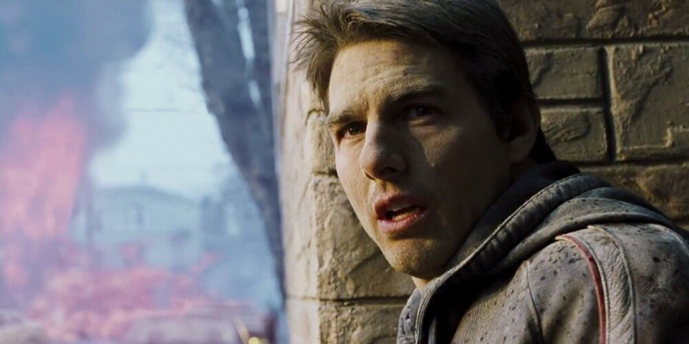 tom cruise as ray ferrier in war of the worlds 15 Movies That Prepared Us For An Alien Invasion