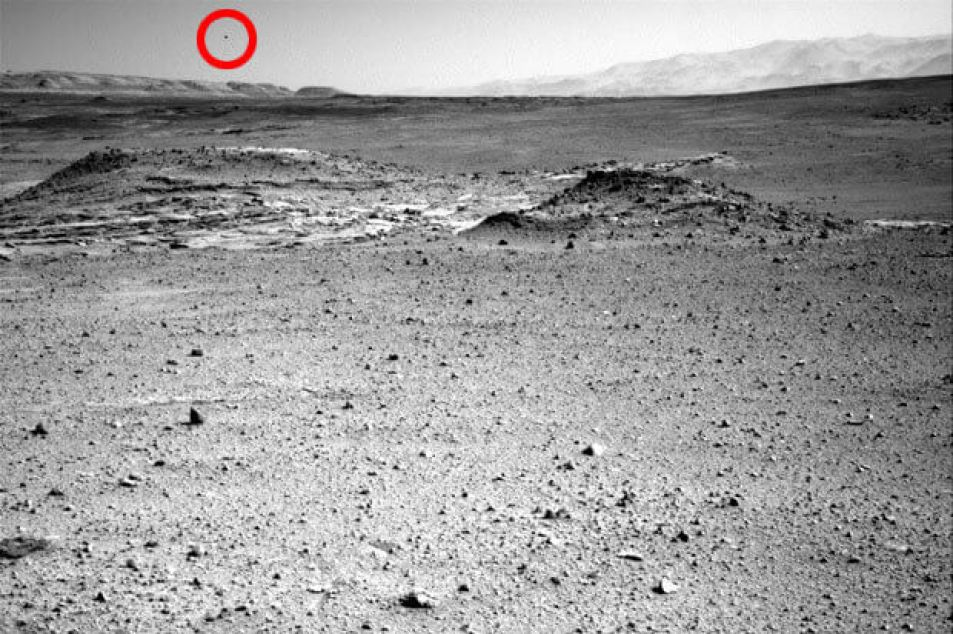 UFO over Mars in NASA photo from Curiosity rover