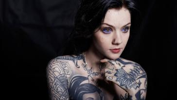 Meet Grace Neutral, a body modification enthusiast with an alien beauty
