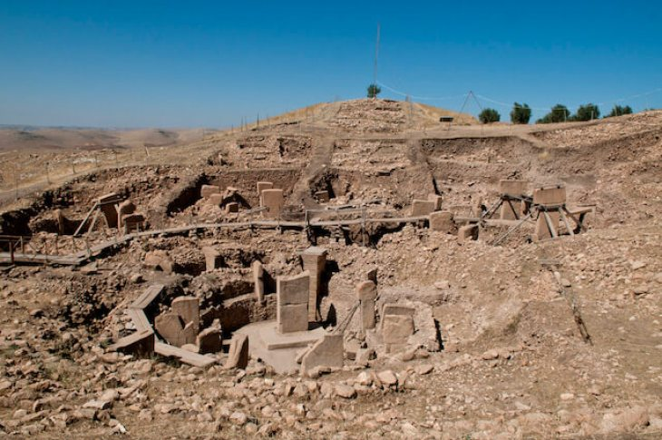 Neolithic site of Göbekli Tepe in Turkey. (Image via wikimedia commons user Teomancimit, used under a CC BY-SA 3.0 license.)