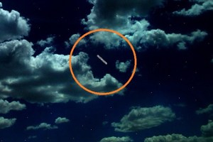 Silent cigar shaped UFO spotted before Christmas