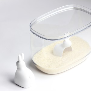QL10323 Bella bunny rice container 7 L Lifestyle