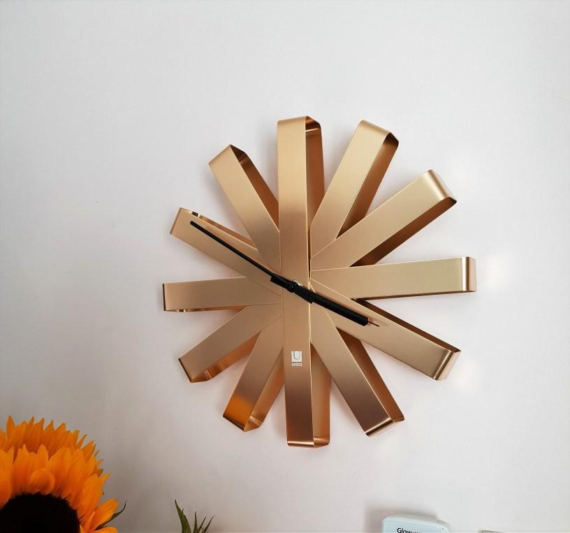 ribbon clock