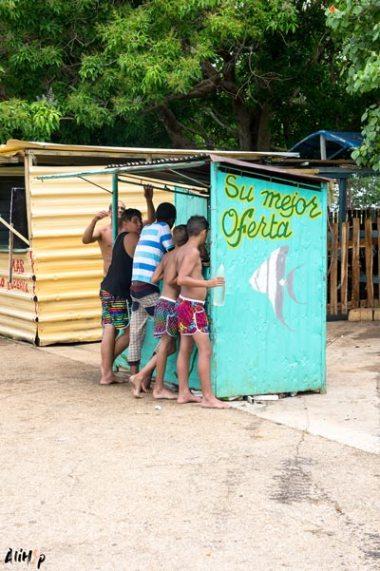 playa-larga-enfants-cuba-alihop