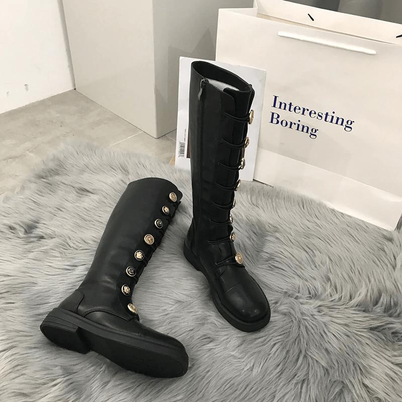 Ботинки с пуговицами