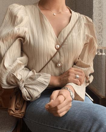Блуза с пуговицами