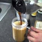 Añade 2 cucharadas de esta mezcla de aceite de coco a tu café de la mañana para quemar una tonelada de calorías